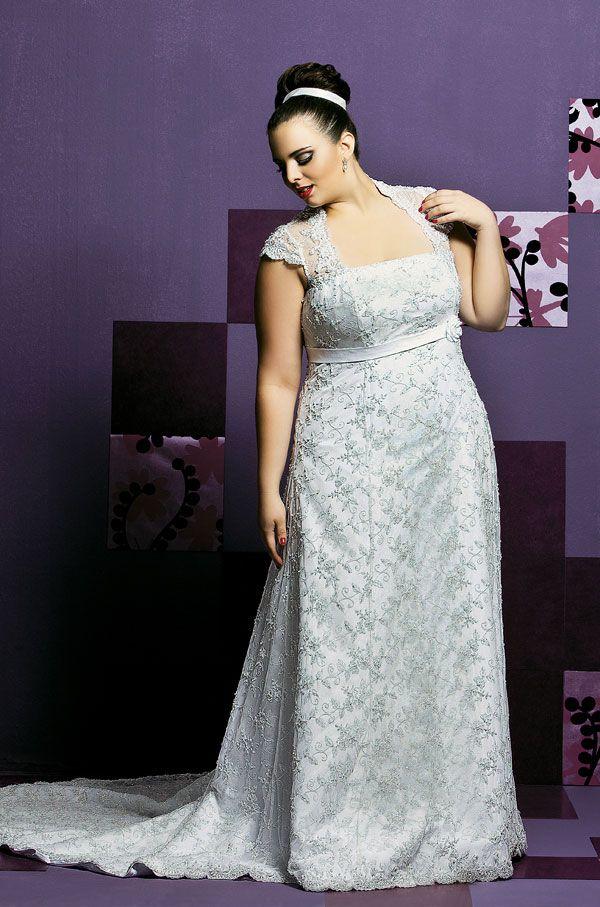 Vestidos de noiva plissados ajudam a disfarçar as gordurinhas