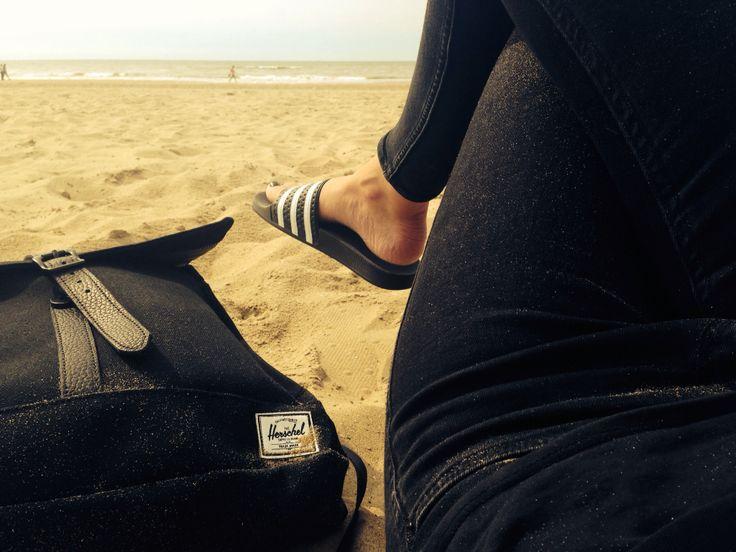 Adidas Adilette / Herschel City Backpack / Beach
