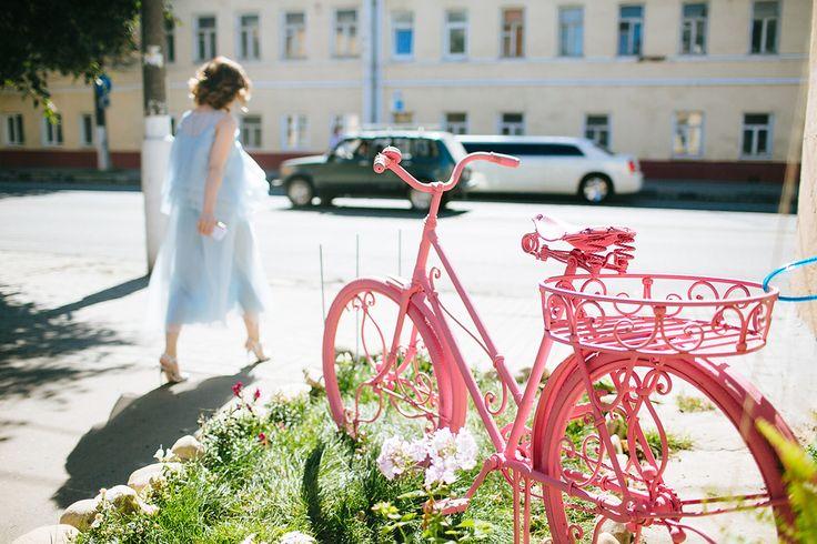 "Pink bike. Bicycle in colors, flowers. forged bike. Кованый розовый велосипед в Коломне, студия ""Детали""."