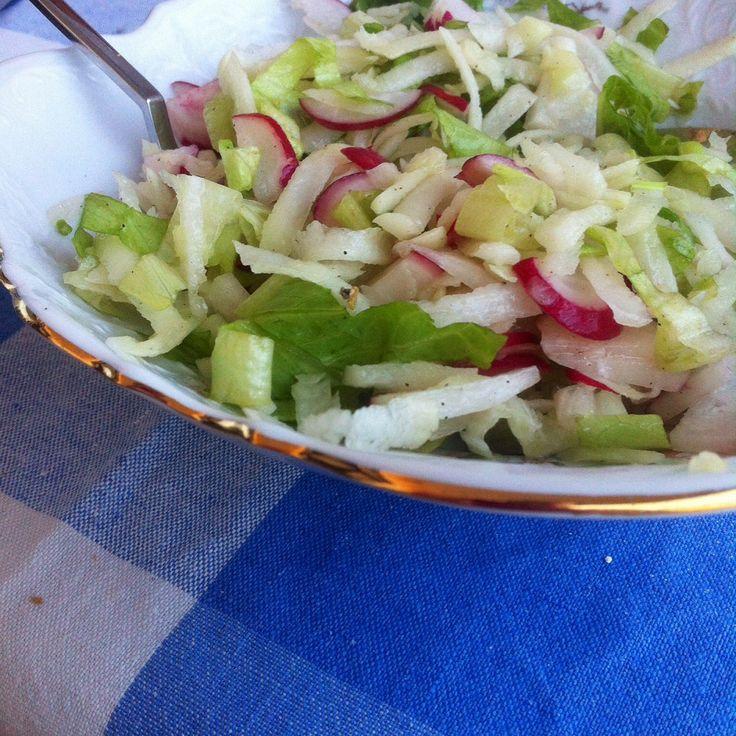 Летний салат с кольраби