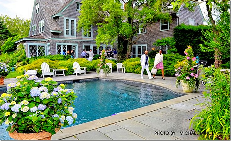 Gorgeous home with a swimming pool and potted hydrangas.Google Image, Swimming Pools, Farms House, Dreams House, Pots Hydrangeas, Texas, Cote De, Backyards, Grey Gardens