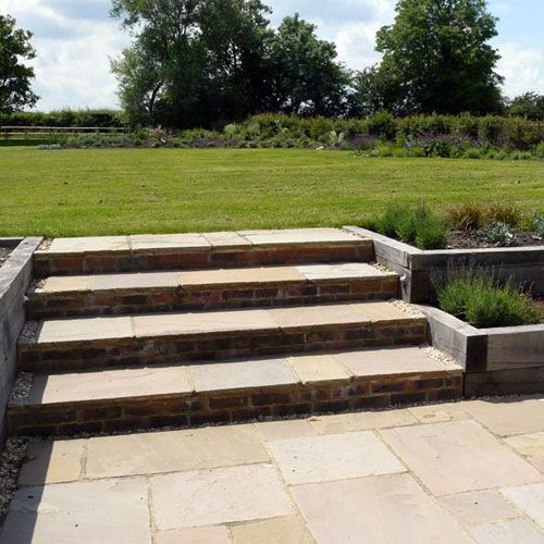 Contemporary Country Garden Design (Raised Patio Step)