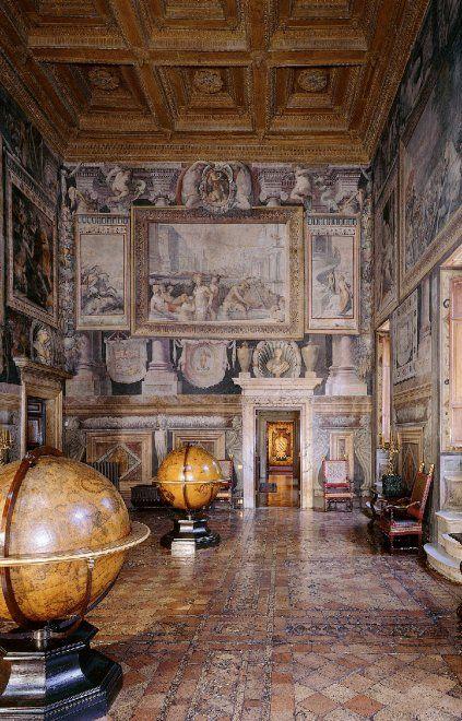 Tra chiostri nascosti e palazzi privati: alla scoperta della Roma  più insolita e segreta - Repubblica.it  Palazzo Sacchetti : Sala dei mappamondi.