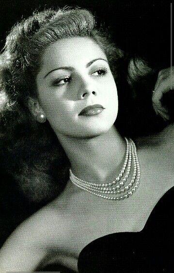 Lilia Prado (1928 - 2006) Fue una actriz mexicana, considerada una de las grandes actrices de la ÉEpoca de Oro del Cine Mexicano.