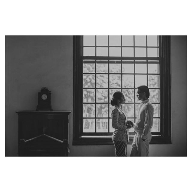 Engagement photoshoot with old Indonesia theme | http://www.bridestory.com/kamatheory/instagram