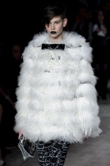 Moschino Cheap and Chic, pelliccia bianca