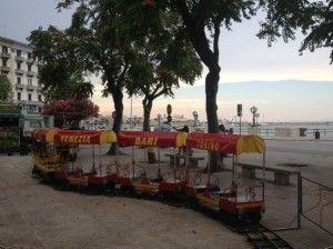 Il parco giochi a Bari, il trenino di piazza Diaz - Playgrounds around Bari, the little train in Piazza Diaz