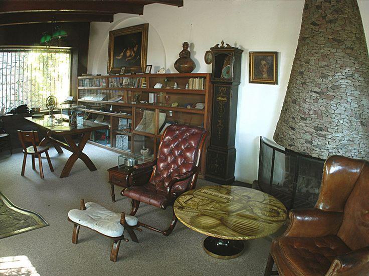 la chascona.  neruda's living room.