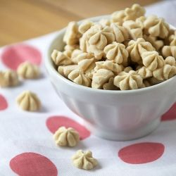 {recipe} Peanut butter frozen yogurt drops. High protein. Low carb. Amazing.
