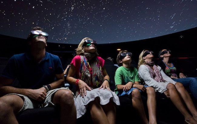 Visitantes del Planetario 3D de Cosmocaixa en una foto de su archivo Uno de los TOP10 lugares más visitados en Barcelona en 2012