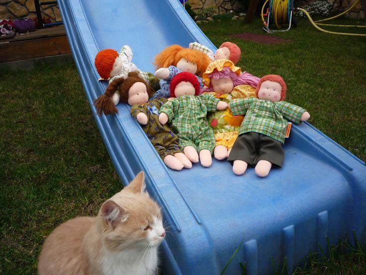 egy régi kép, régi babáimról, már a cicánk is új