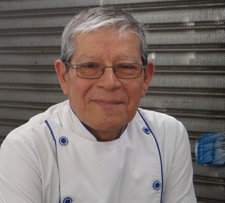 Juanito Ollas, gran chef del Mercado Tirso de Molina, en Santiago,Chile .