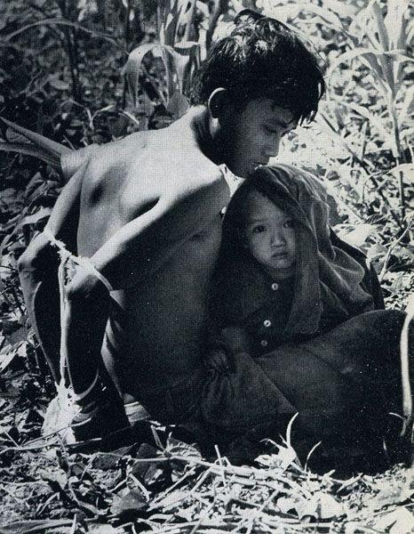Photo by Rick Merron ~ Vietnam War http://remetalk.livejournal.com/85523.html