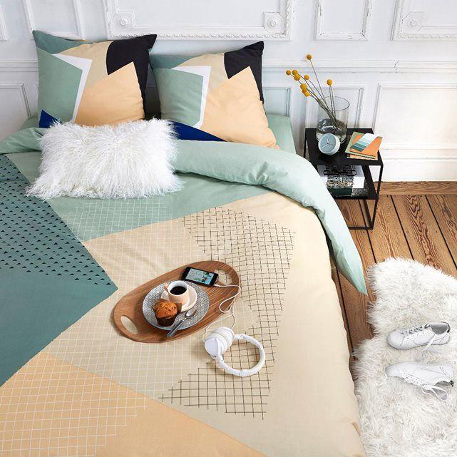 Un petit déjeuner au lit, mon téléphone, une bonne couette.. Comme une idée du paradis dans ma chambre !