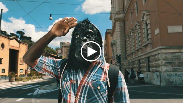 Si intitola 'Under' il nuovo inedito della Piccola Orchestra di Tor Pignattara, gruppo composto da 22 ragazzi adolescenti italiani, immigrati di...