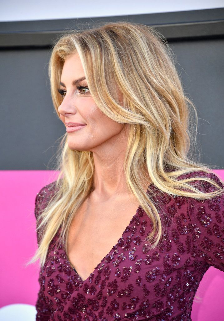 Faith Hill Photos Photos - Recording artist Faith Hill attends the 52nd Academy Of Country Music Awards at Toshiba Plaza on April 2, 2017 in Las Vegas, Nevada. - 52nd Academy of Country Music Awards - Arrivals