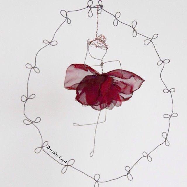 A rose or a ballerina? Both ! wire and fabric perfect combo Daniela Corti Fili di poesia