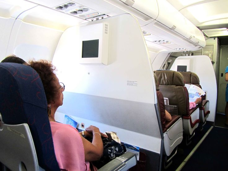 Checking the first class seats in TAME flight from #Galapagos islands to #Guayaquil March, 2015 Our complete review here: http://www.placeok.com/como-llegar-a-galapagos-resena-tame/