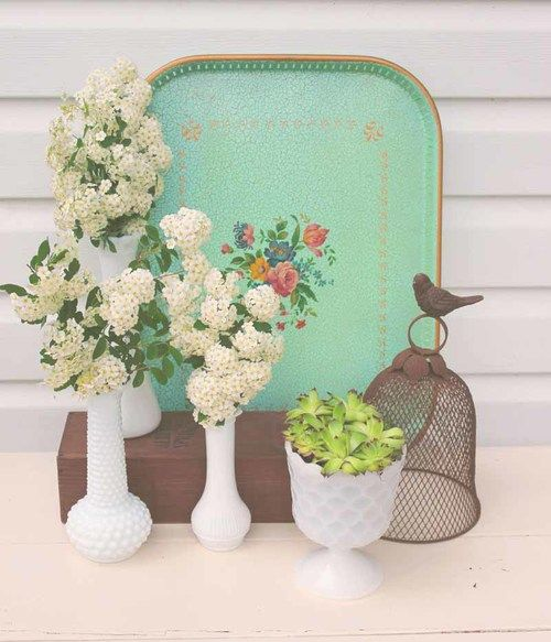 The beautiful color of this tray will add to any display. You could also use is for it's intended purpose at a vintage inspired tea party.