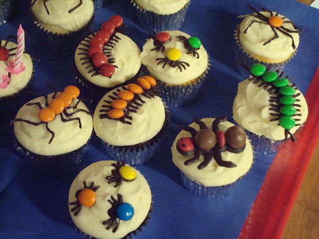 Creepy crawlie cupcakes by Angelina Cupcake, via Flickr