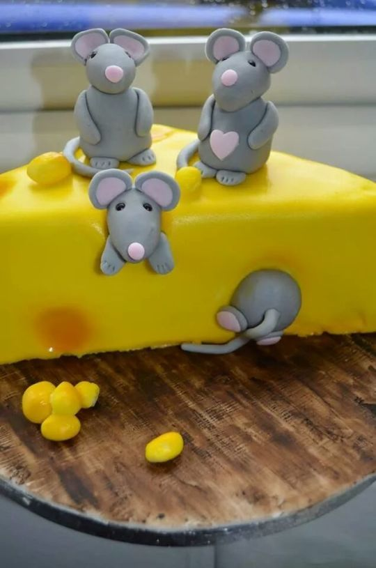 Cheese Cake Cheese Cake With Fondant Mice Www Facebook