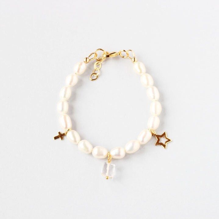 Choose a birthstone First Communion bracelet for your April baby. Clear quartz is the birthstone 💎.