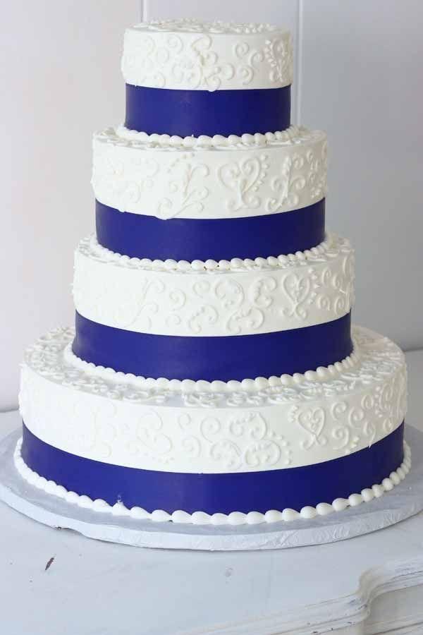 C203 Wedding Cake with ribbon and filigree