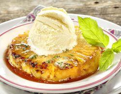 Gemarineerde ananas met munt  Dessert waar je alleen maar meer van wilt!  Elke kriek kan gebruikt worden. Marineren mag gerust een poosje langer, dat maakt alleen maar dat de smaak beter wordt!!