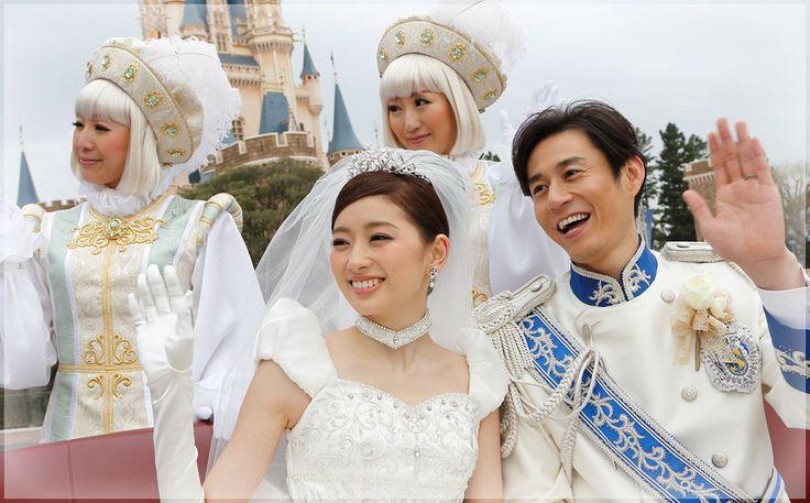 1日1組限定スペシャルプランとして、ディズニーランド・シンデレラ城で結婚式を挙げることができるプランを知っていますでしょうか? 出典:http://www.disneyweddings.jp 出典:http://www.disneyweddings.jp 挙式はシンデレラ城内のグランドボールルーム 出典:http://www.disneyweddings.jp 出典:http://www.disneyweddings.jp シンデレラ城の中のグランドボールルームにて、列席者の皆さんに見守られながら、指輪の交換や結婚誓約書へのサインを行い、お二人は永遠の愛を誓います。 たくさんの方たちに祝福を受ける特別なひととき 出典:http://www.disneyweddings.jp 出典:http://www.disneyweddings.jp 出典:http://www.disneyweddings.jp 挙式を終えた後は、シンデレラ城を背景に記念撮影。 ヴィークルに乗り、たくさんの祝福を受けながら、大切なゲストとともにシンデレラ城前のプラザを行進します♡…