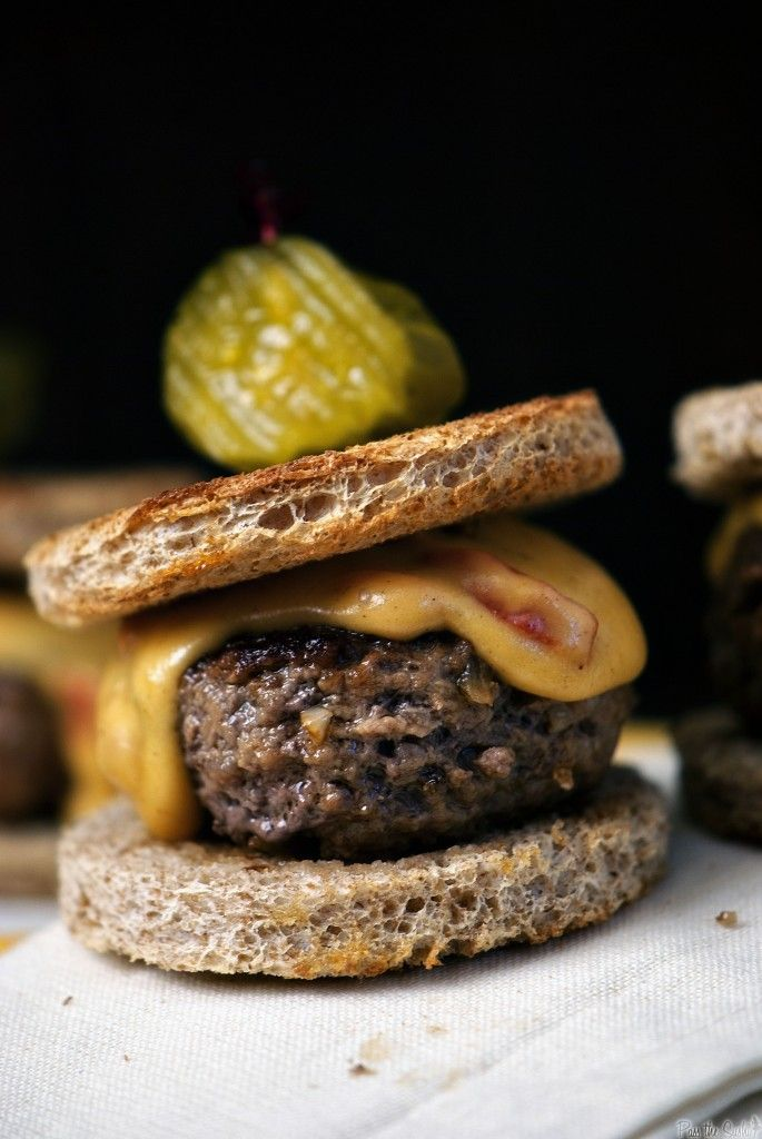 pimento sirloin sliders: Sirloin Sliders, Pimento Cheese, Burgers Sliders Joes, Food, Bread, Recipes, Beef Sliders, Cheese Sliders