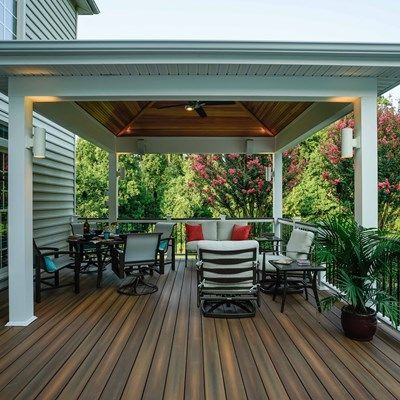 This first level deck is covered by a 14'x14&#…