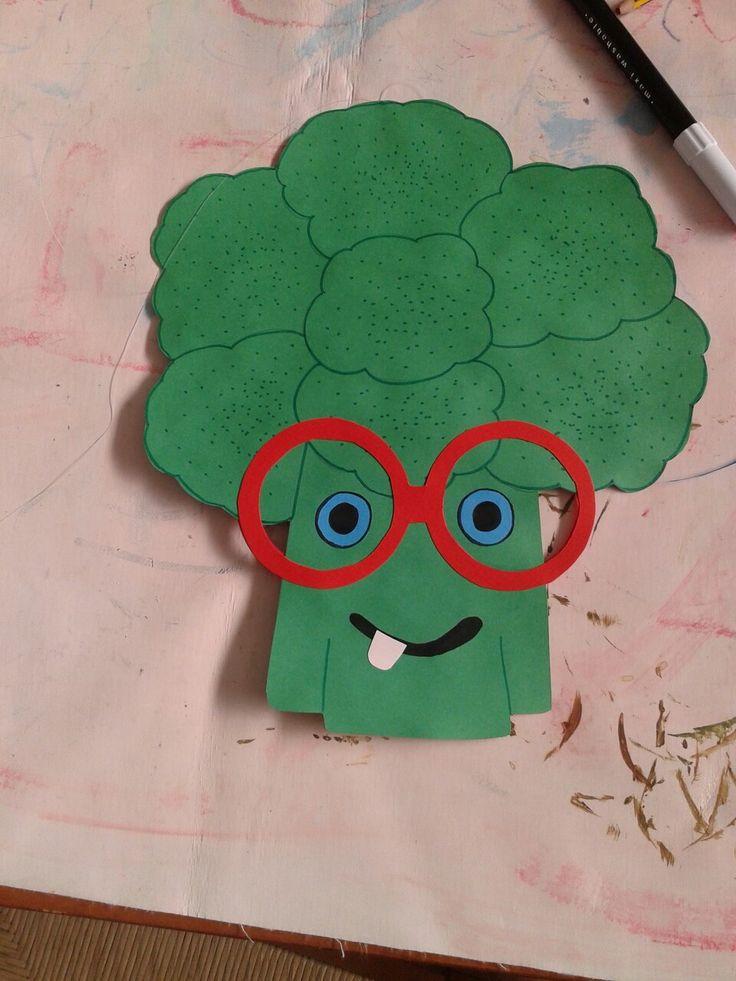 Broccolo in cartoncino vanti retro per decorazione corridoio mensa scuola materna. ...progetto cibo.