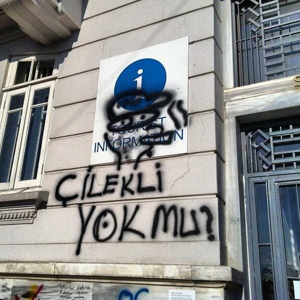 Posterler sloganlarla Gezi Direnişi ve bir film