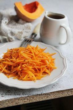 Салат из свежей тыквы, совершенно незамысловатый рецепт, который встречается в разных вариациях, но мой идеальный вариант я изложу в этом рецепте. Перец душистый(свежемолотый) Чеснок(или лук) — 1 зуб. Горчица(французская) — 1 ч. л. Соевый соус— 2 ст. л. Тыква(сырая) — 150 г Масло оливковое— 4 ст. л. Уксус(малиновый или винный) — 2 ст. л.