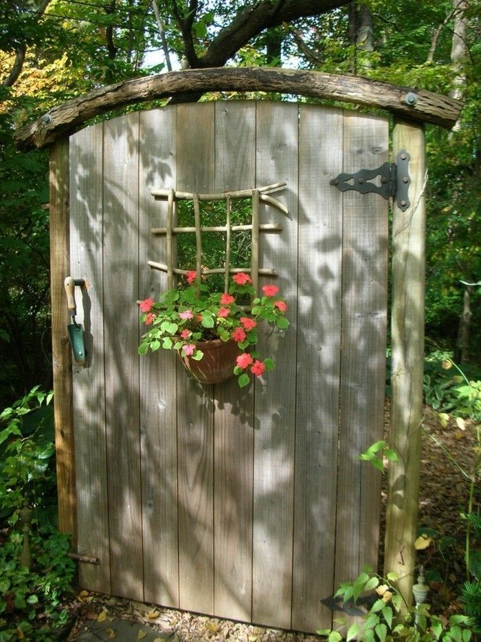 Kreative Gartenideen Gartendekor DIY Rustikale Holztür Blumendekor #Floral