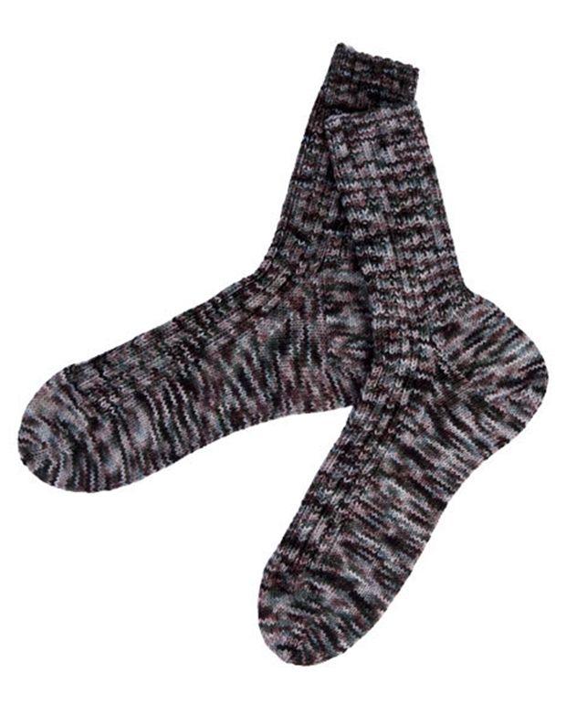 Vores sokker er strikket i et lækkert håndfarvet merino strømpegarn fra Wilfert's.