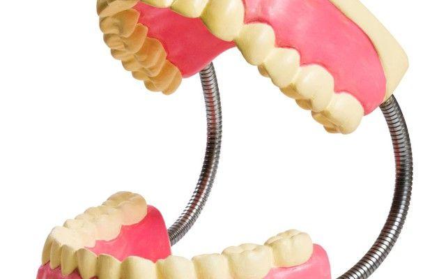 Hampaiden narskuttelu voi helpottua kotikonstein