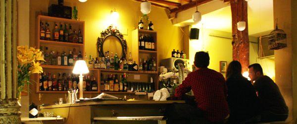 La Paca Café Bar Teléfono: +34 662.11.90.67 Horario: de lunes a jueves de 14:30 -  01:00 hrs. viernes de 14:30 – 2:30 hrs. sábado de 16:00 – 2:30. domingo de 16:00 – 1:30. Precio medio: caña o cafe 1'50€, mojito 6'00€ Dirección: Valverde, 36, Madrid.