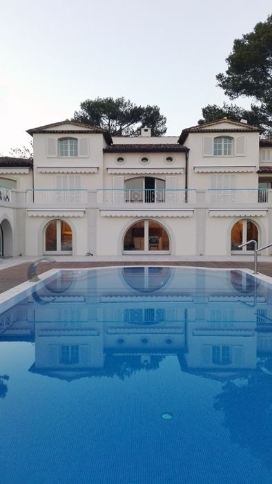 Arched windows in RAL wood for a villa in the French Riviera
