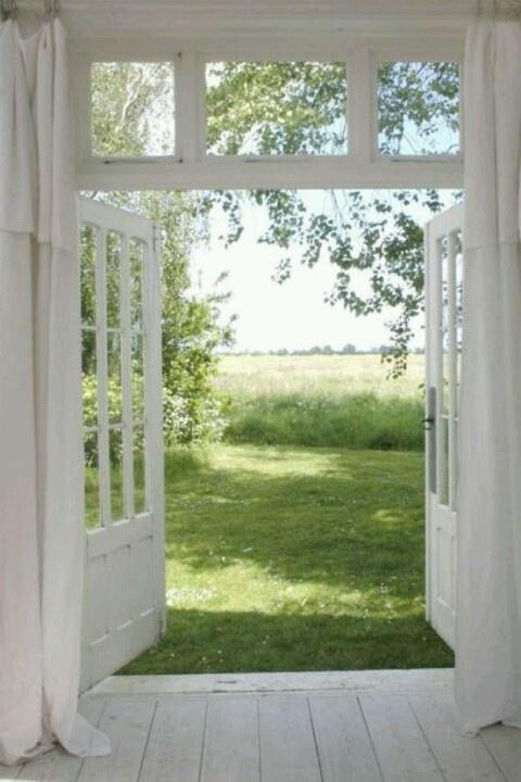 Openslaande deuren.. met dezelfde 3 vakjes onderin als in mijn keukendeur.. NEED them!