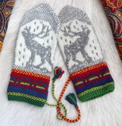 Muffins Verden: Okto by Jorid Linvik, inspiration the sami artist John Savio's woodcut Okto(in northern sami) or in english - Alone. #mittenS:-) Pattern available for purchase.