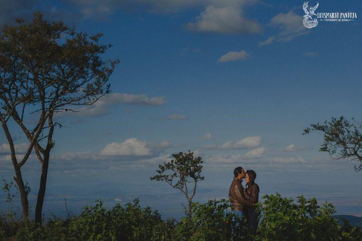 Sesion-de-compromiso-preboda-en-mirador-de-sahuayo-michoacan-luis-mario-pantoja-fotografo-de-bodas-en-sahuayo-michoacan-pareja-1200x800