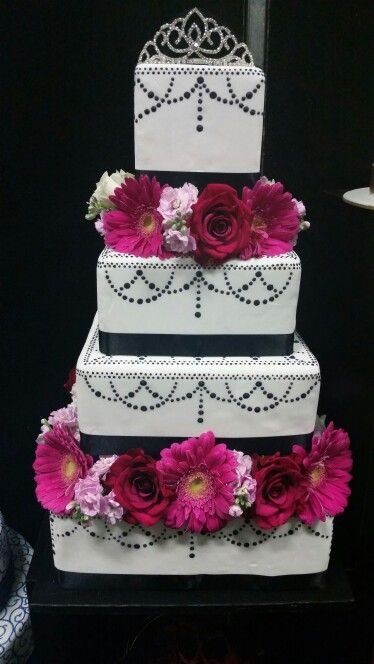 Black and White Cake with Flowers for the Bridal Fayre!
