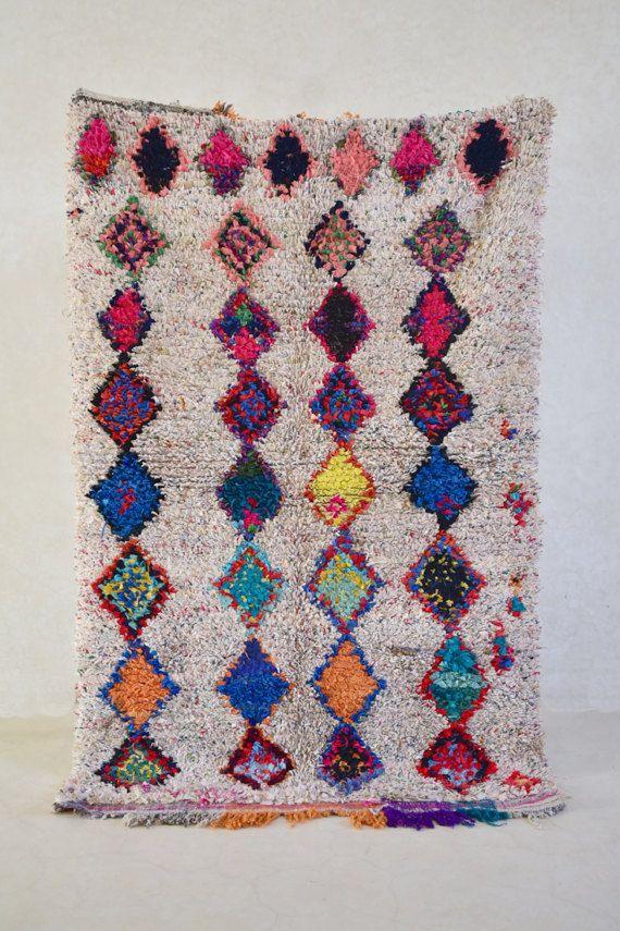 BOUCHEROUITE. Vintage Moroccan Rug. Wool by theboucherouiteshop