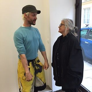 elisabeth shares a moment with designer bernhard willhelm during her showroom appointment in paris today. #elisabethstakeonparis #bernhardwillhelm #paris #pfw