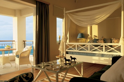 Junior Bungalow Suite master bedroom sea view