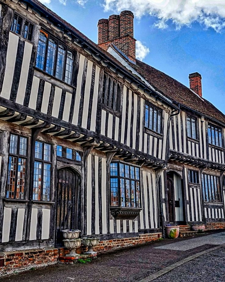 A short train ride from London, the quaint towns, beautiful countryside and lively local market shops of West Suffolk make it the perfect destination for a laid back weekend break exploring the UK. | #england #suffolk #weekendbreak #uktravel #travelblogger #travelblog #countryside