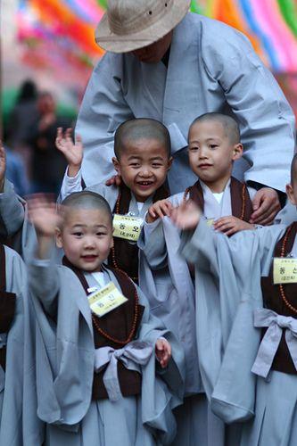 lantern festival 2006 Kids Insa dong Seoul South Korea