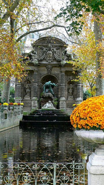 Close up of the medici fountain jardin du luxembourg paris my favorite park and fountain