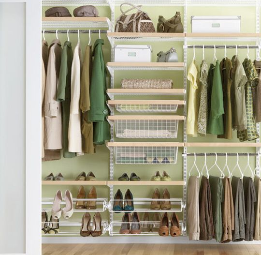 Closet systems: Okay, while I didn't create this, I'm going to save it in a New Board. This would be my dream job- being a Professional Organizer.